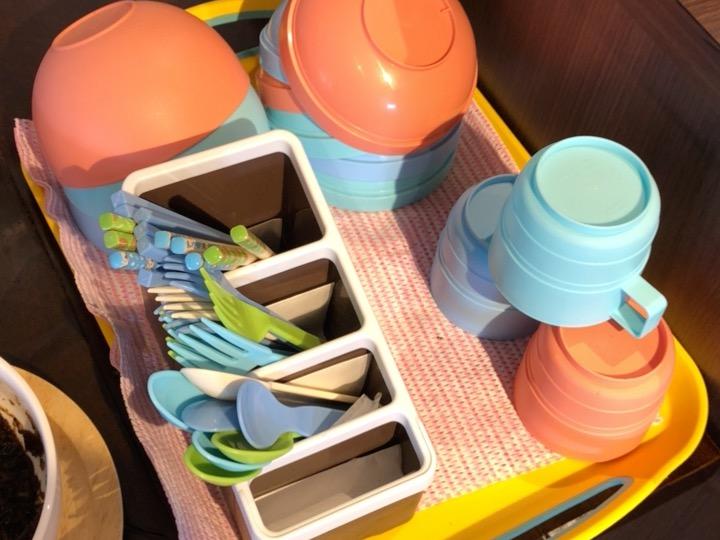 子供用コップ、お椀、カトラリー