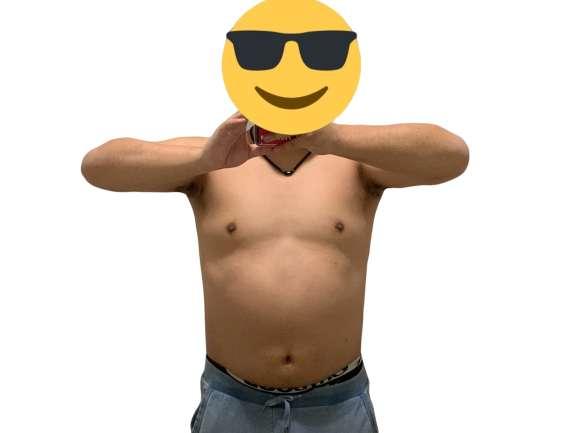 男性の裸の上半身