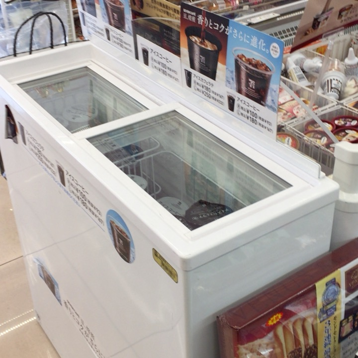 氷つきカップが入っている冷凍庫