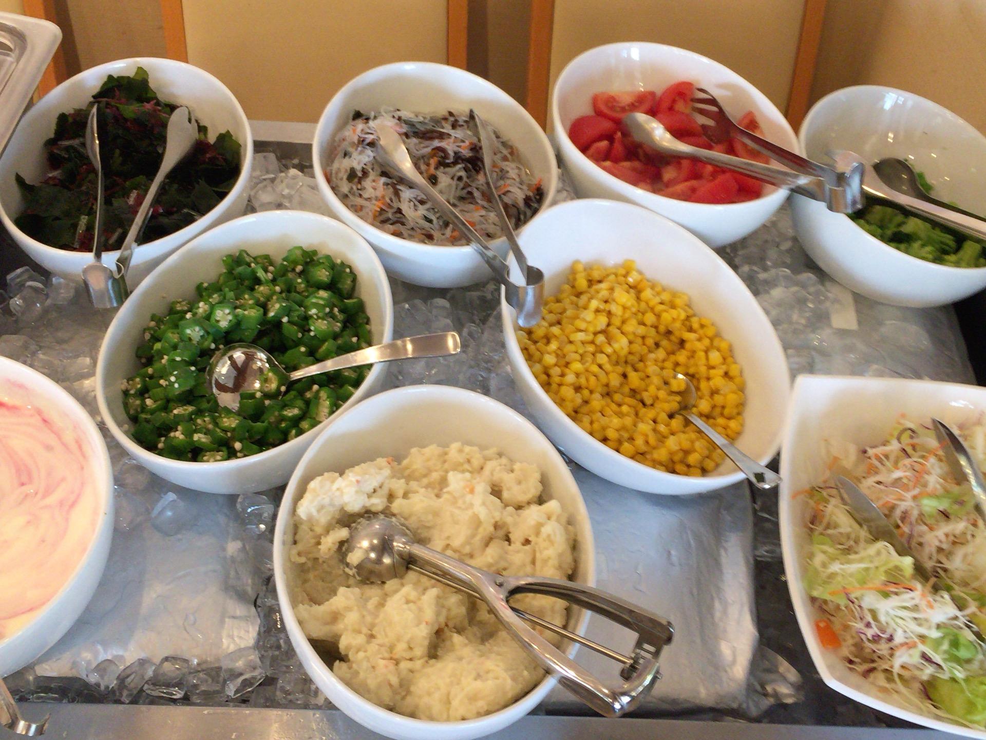 ファミレスCOCO'S(ココス)朝食バイキングのサラダバー