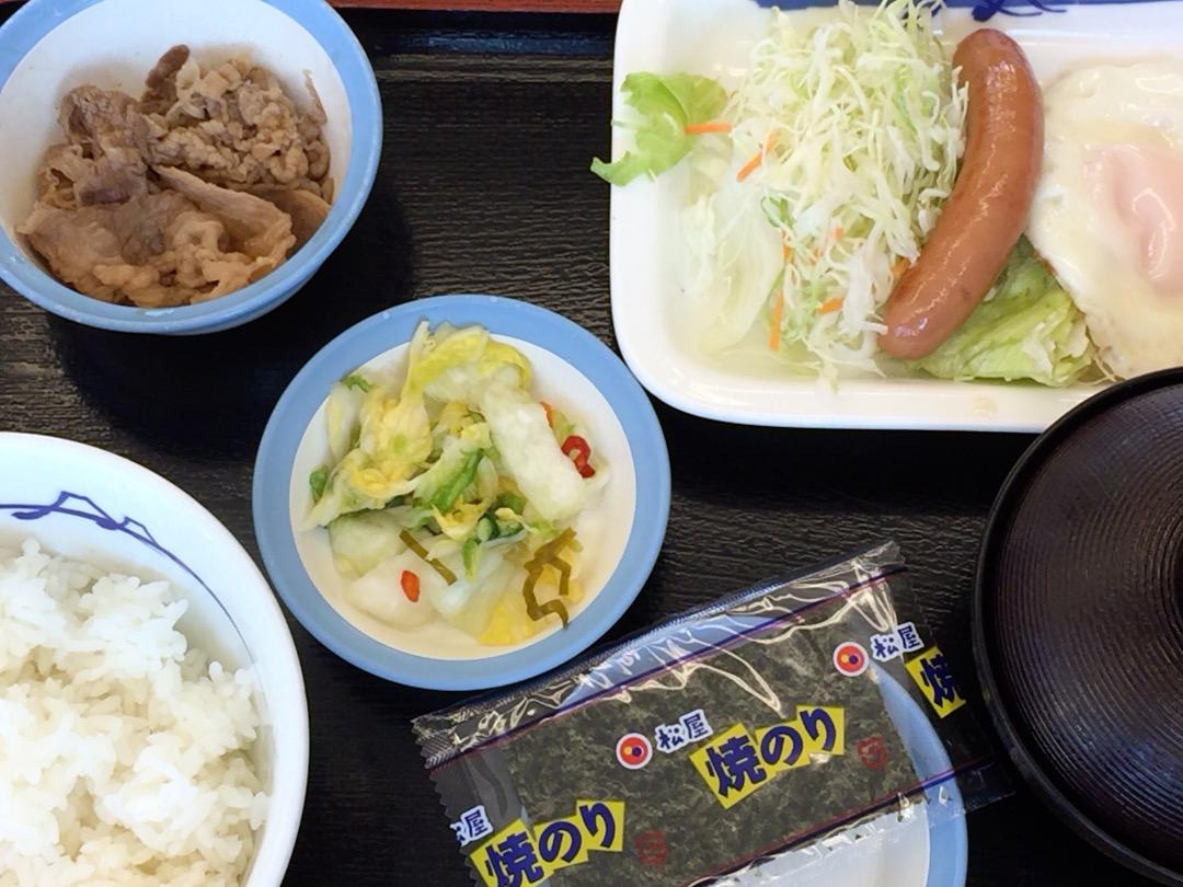 松屋のソーセージエッグ定食 400円